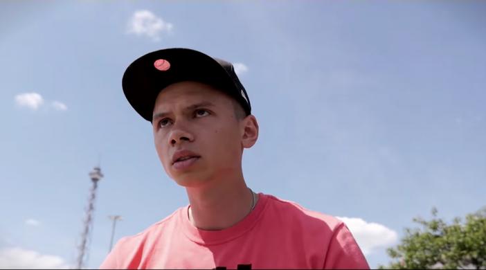 Screenshot aus Musikvideo Bart von Der Asiate